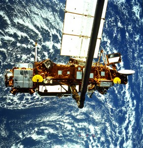 STS-48 ONBOARD PHOTO-UARS (UPPER ATMOSPHERE RESEARCH SATELLITE) DEPLOYED.