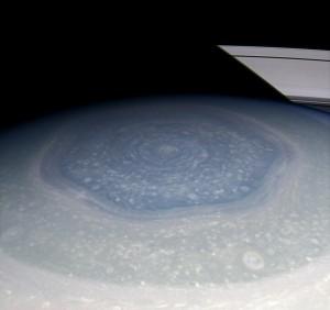 Gli esagoni di Saturno