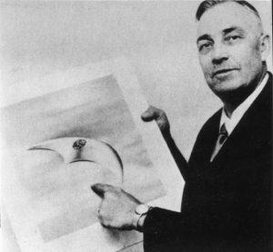 """Kenneth Arnold, l'uomo che involontariamente diede il nome ai """"dischi volanti"""""""