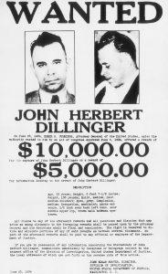 Uno dei tanti poster da ricercato di John Dillinger. Immagine di pubblico dominio tratta dall'archivio FBI.