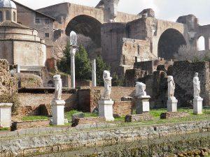 I resti dell'Atrium Vestae a Roma costruito più in alto sul colle rispetto al precedente distrutto nell'incendio. Foto di Carole Raddato, Francoforte (Germania), CC BY-SA 2.0