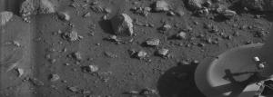 La prima foto mai scattata sul suolo marziano. Immagine di pubblico dominio restaurata da Roel van der Hoorn