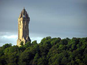 Il monumento dedicato all'eroe nazionale William Wallace, presso Stirling, Scozia. Foto copyright di Finlay McWalter, CC BY-SA 3.0