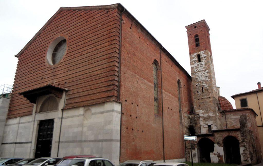La chiesa e il campanile di Sant'Agostino, Lucca. Foto degli autori.