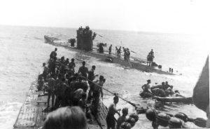 Fotografia scattata dall'U-156 durante le operazioni di salvataggio dei superstiti del RMS Laconia (credit: photo by Leopold Schuhmacher, Pubblico Dominio)