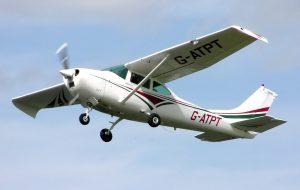 Un aereo Cessna 182J, simile al 182L quello pilotato da Frederick Valentich (credit: by Adrian Pingstone, luglio 2005. Pubblico Dominio)