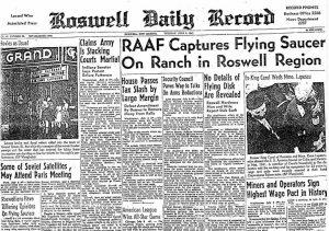 """La prima pagina del Roswell Daily Record del 8 luglio 1947, con il riferimento al """"Flying Saucer"""" (""""piattino volante""""). (credit: Pubblico Dominio)"""