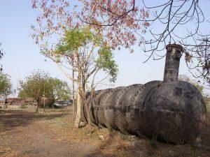 Il serbatoio di isocianato di metile coinvolto nel disastro di Bhopal si trova oggi ancora dove è stato abbandonato dopo l'incidente (credit: Julian Nitzsche, CC BY-SA 3.0)