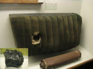 Il primo caso conosciuto di oggetto umano colpito da un meteorite: il sedile e la marmitta di una Pontiac Coupe danneggiati nel settembre 1938 a Bendl, Illinois (credit: Shsilver/Wikipedia, CC BY-SA 3.0)