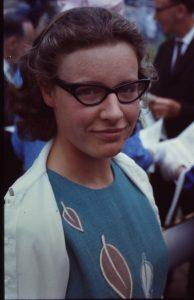 Susan Jocelyn Bell, fotografata qualche mese prima dell'eccezionale scoperta della prima pulsar (credit: Roger W Haworth, CC BY-SA 2.0)